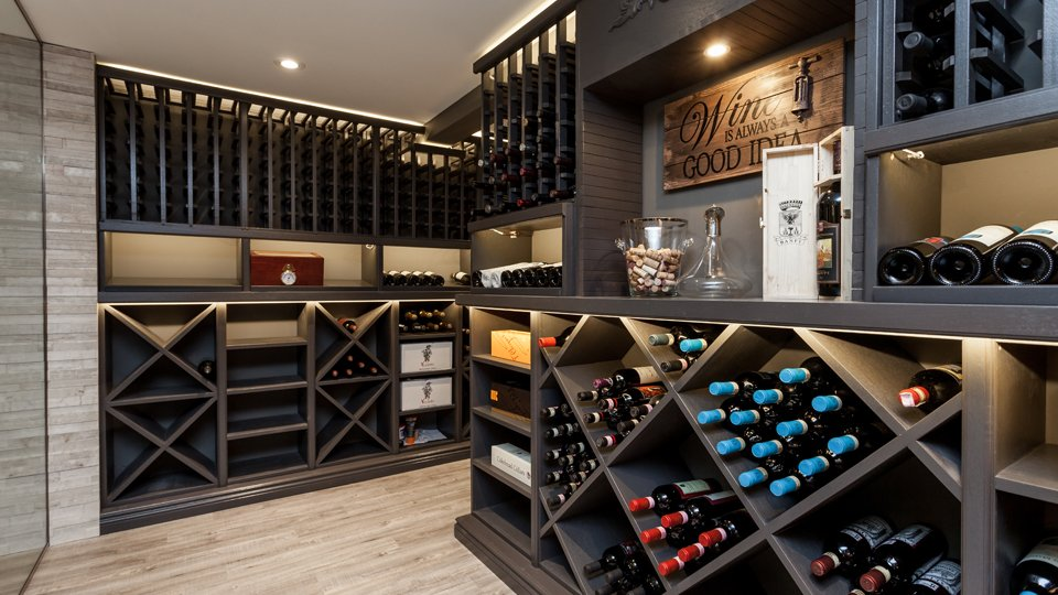 Basement Bar, tasting room and wine cellar
